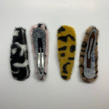 Load image into Gallery viewer, Baby Faux Fur Leopard Print Hair Clip