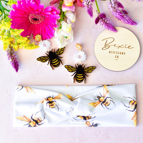 Bee dangle earrings - White and gold