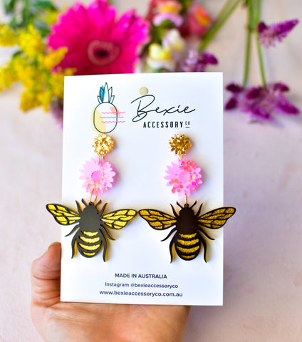 Bee dangle earrings - Pink and gold