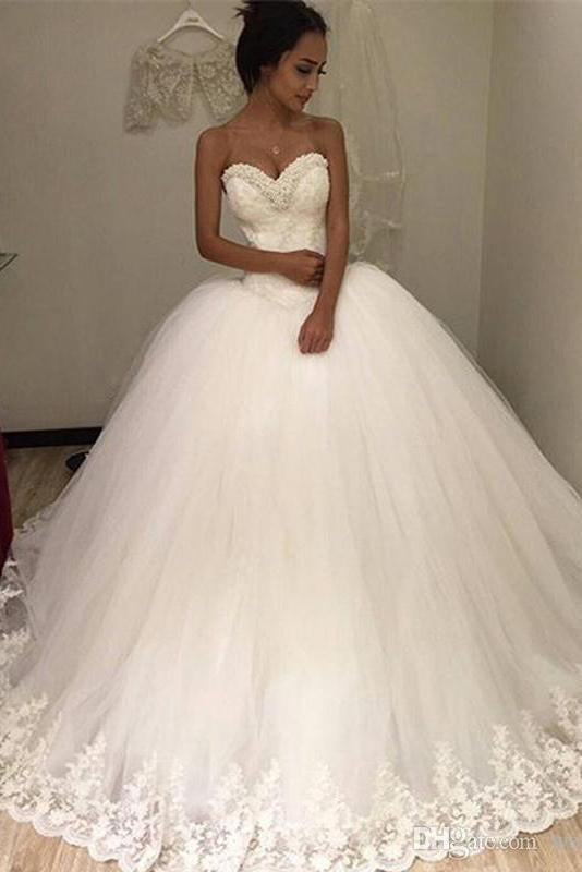 Sweetheart Sleeveless Tulle Long Ball Gown Wedding Dress with Lace Appliques