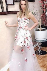 A-Line Sweetheart Long White Tulle Prom Dress with Floral Appliques PFP0052