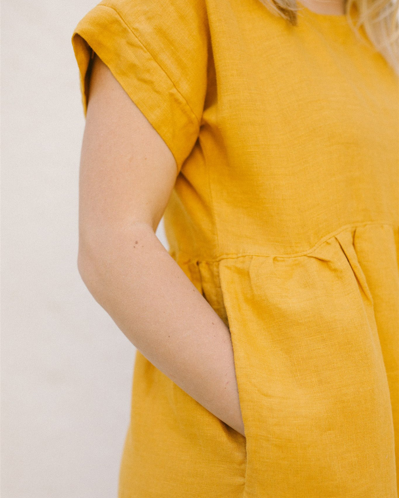 GRACE DRESS SHORT / MARIGOLD