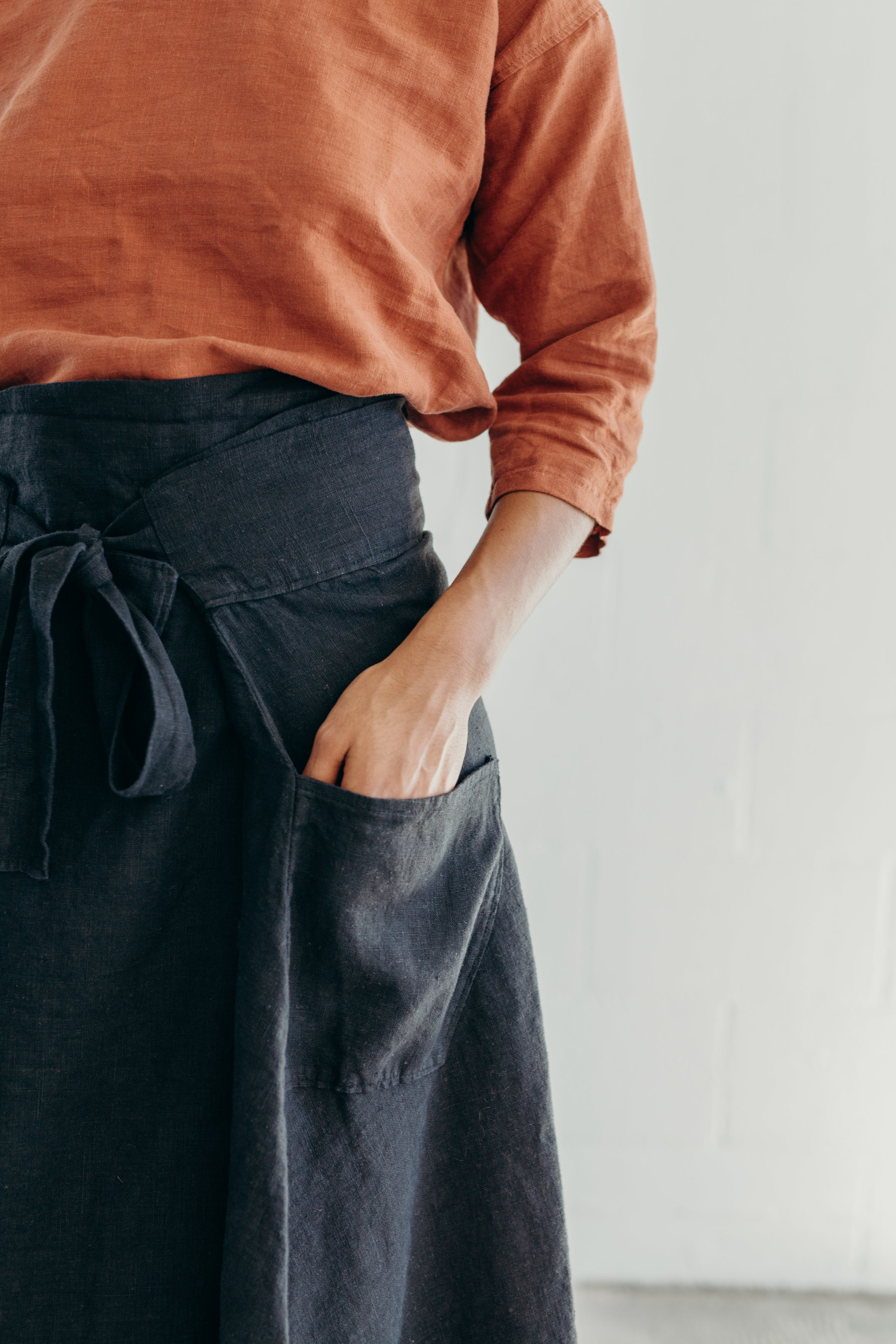 WRAP SKIRT / BLACK LINEN