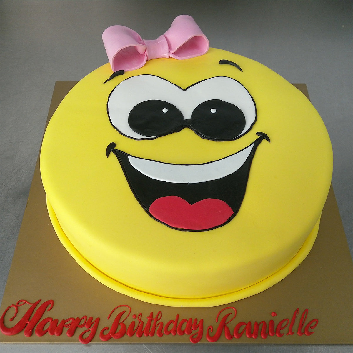 Happy Smiling Cake - Arabian Petals