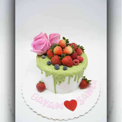 Strawberry Roses cake - Arabian Petals