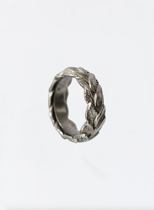 Reveal Leaf Ring