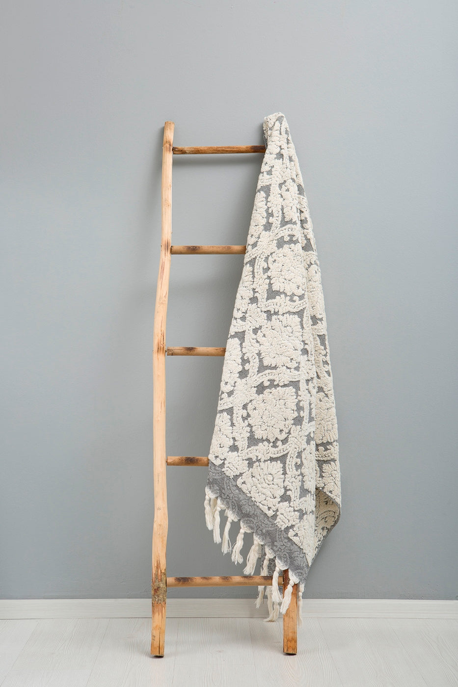 THE LOOM Bathtowel - 'Kuşadası' Elegant Floral