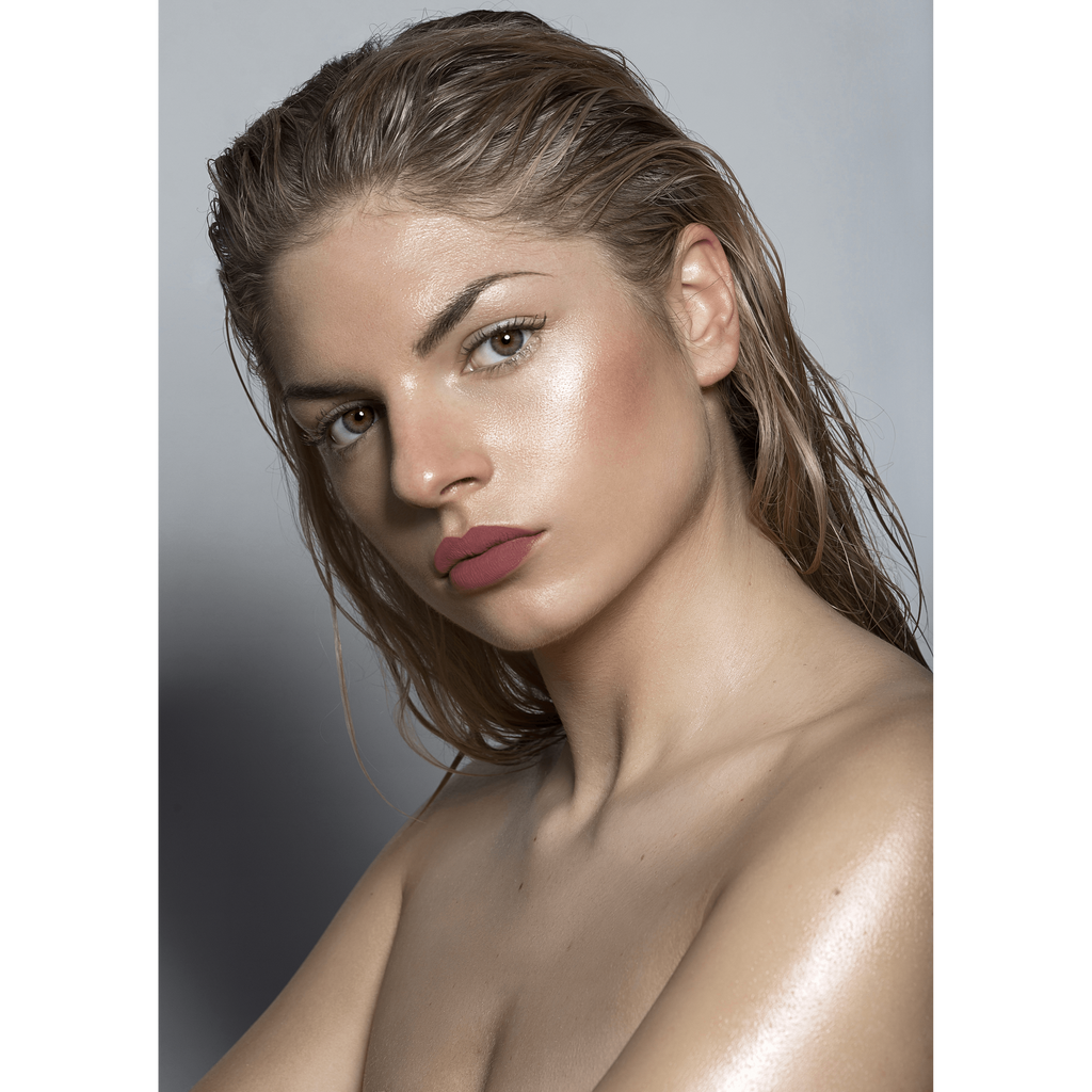Model wearing Lou Lou Lips Franklin moody nude lipstick