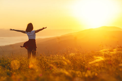 woman standing in the sun - psoriasis management
