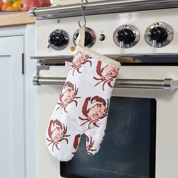 CRAB PRINT OVEN GLOVE ON OVEN
