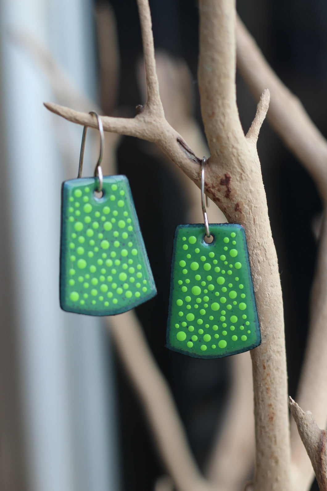 GREEN DOTTED RECTANGLE EARRINGS