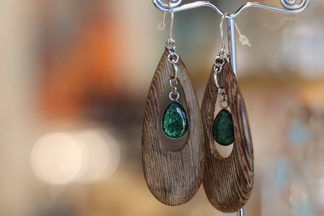WOOD OVAL CUT OUT EARRINGS