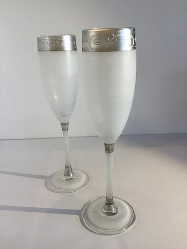 GLASS FLUTE AND WINE GLASS