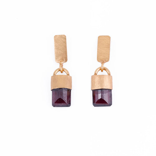 KITY GARNET EARRINGS