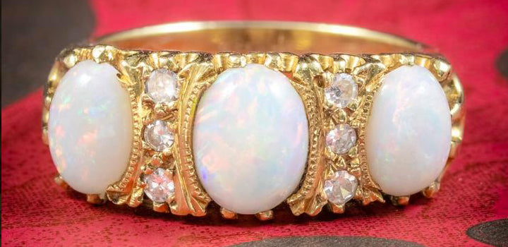 Vintage Natural Opal Trilogy Ring 18Ct Gold