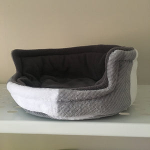 Piggie Snug MEDIUM - Grey Tartan with Grey Fleece