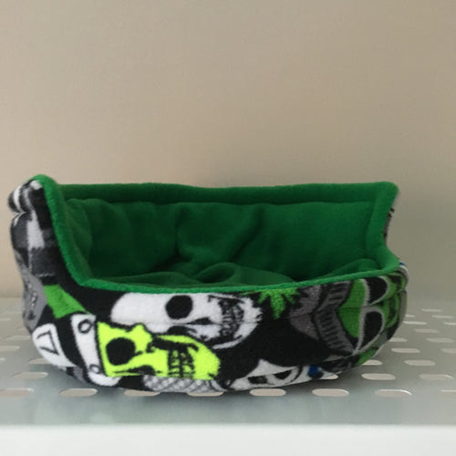 Piggie Snug MEDIUM - Skeletor with Green Fleece