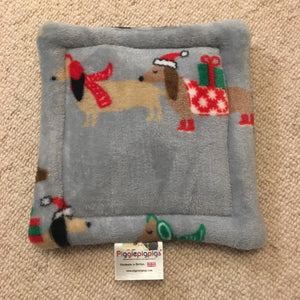 Christmas 2018 Bottle Pad - Daschunds with Navy Fleece