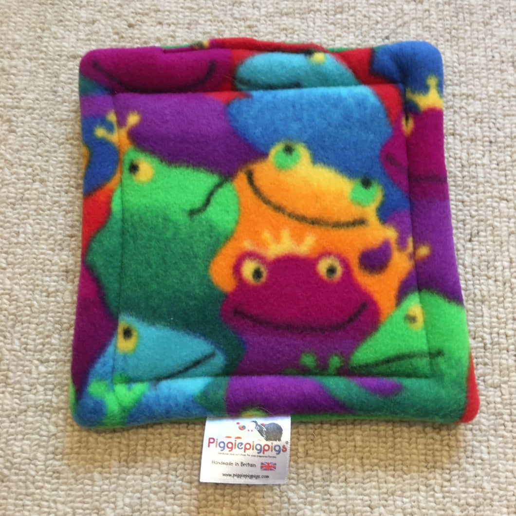 Bottle Pad - Frogs with Green Fleece