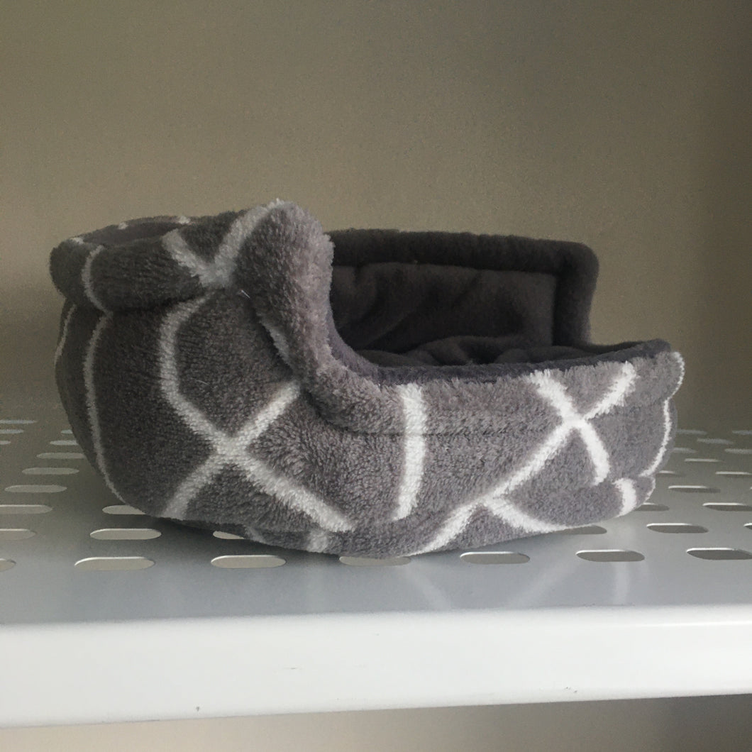 Piggie Snug SMALL - Grey Lines with Grey Fleece