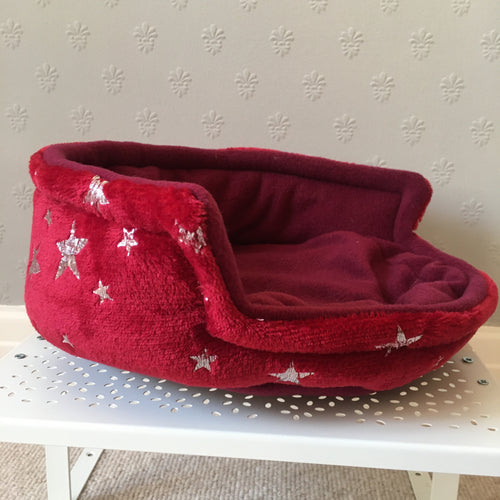 Piggie Snug MEDIUM - Stars with Wine Fleece