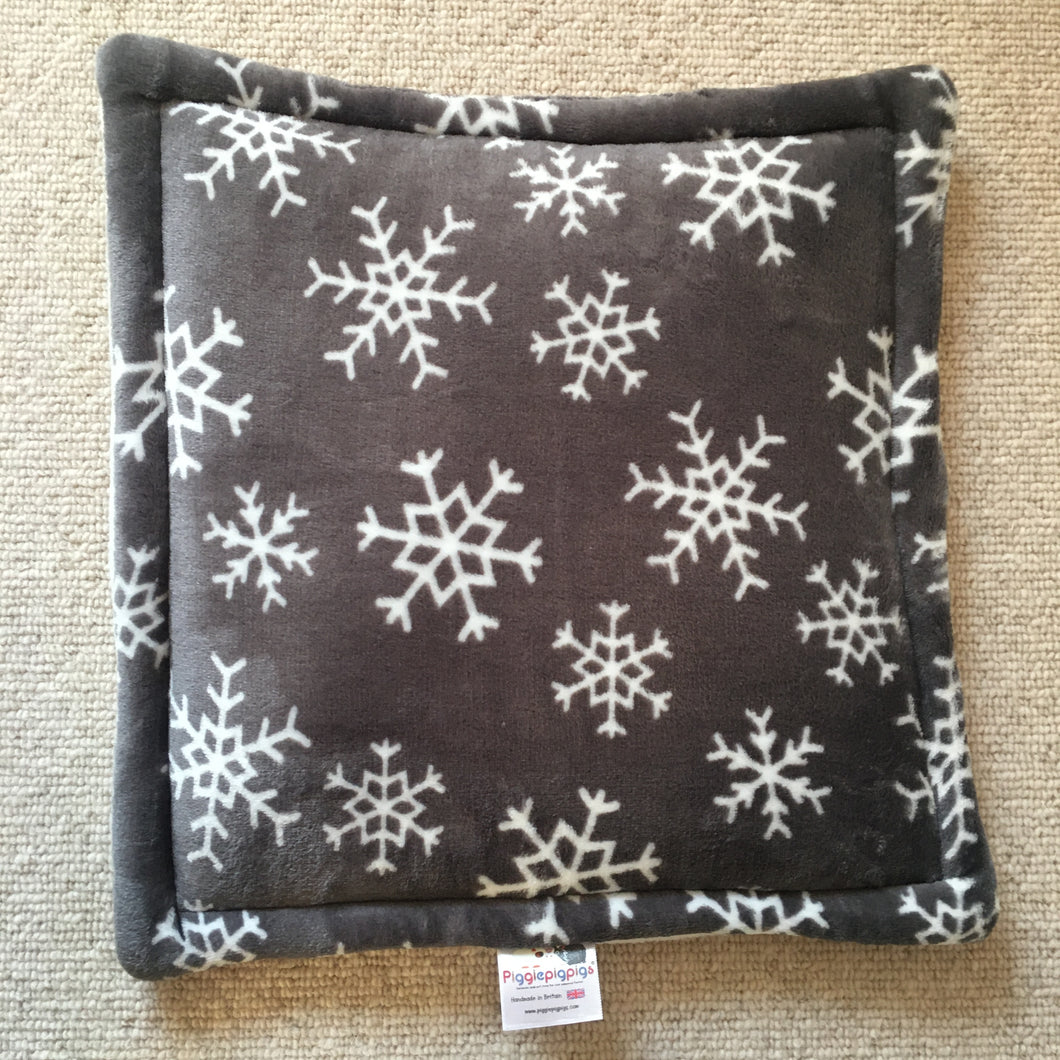 Lap Pad - Snowflake with Cream Fleece