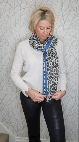 Leopard scarf with colour detail