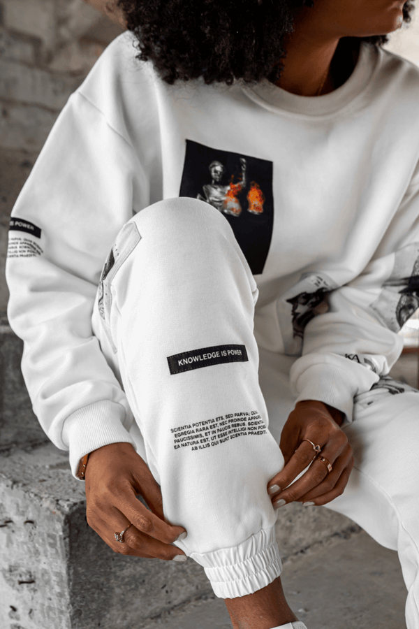 Knowledge Patch Detail Sweatshirt - White