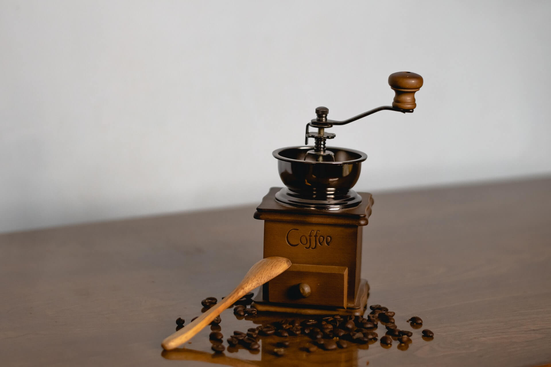 are manual coffee grinders better