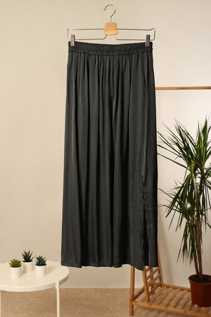 Silky Skirt with Pockets in Anthracite
