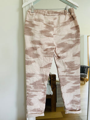 Magic Stretch Joggers in Marbled Pink
