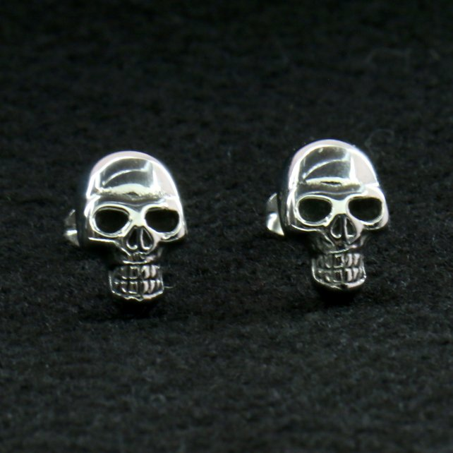 Hot Leathers JWE2102 Skull Post Earrings