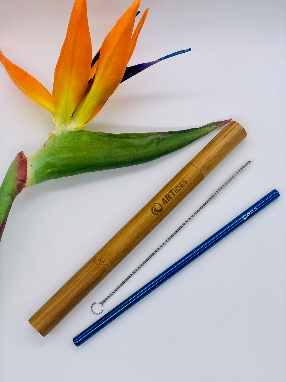 Bamboo case with premium metal straw and brush