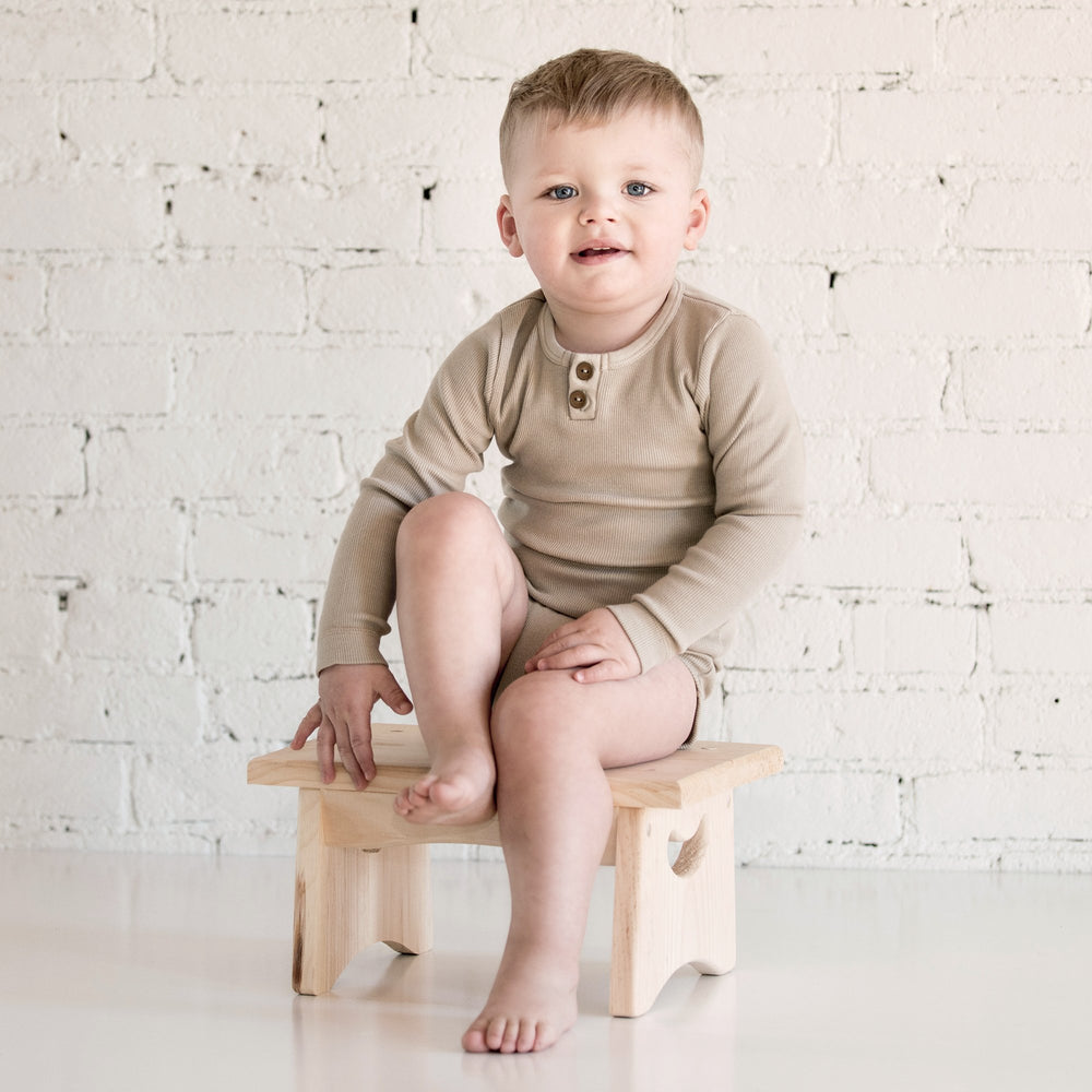 kid wild organic vintage long sleeve bodysuit in oatmeal