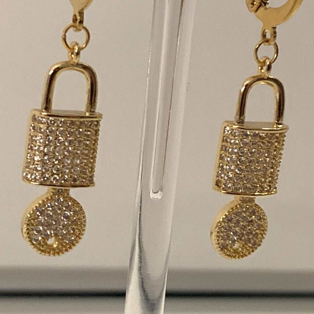 The gold crystal lock earrings