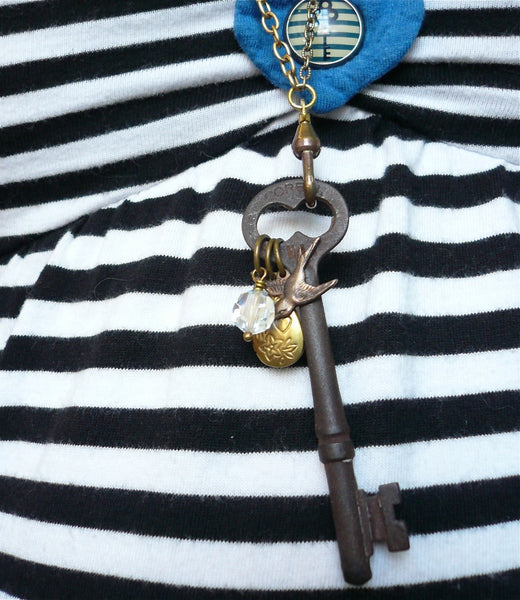 Vintage Skeleton Key Necklace (Marianas Trench)
