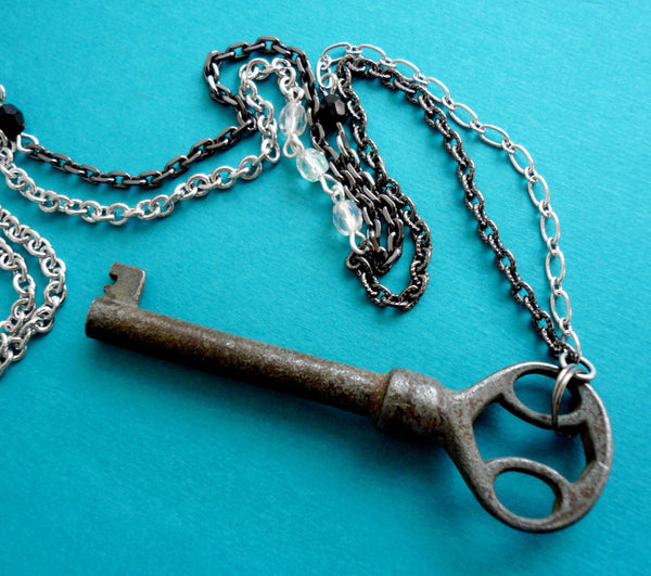 Skeleton Key Necklace (Marianas Trench)