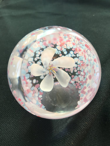 Caithness crystal - Small white flower paperweight