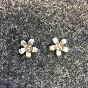 Pure Origins - daisy stud earrings