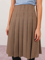 apc-beige-nina-skirt-on-body