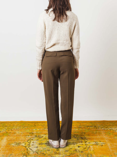 a.p.c.-kaki-military-isa-pants-on-body