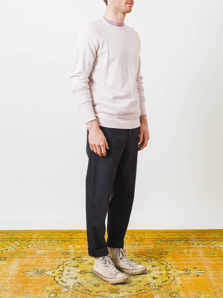 alex-mill-faded-pink-pigment-dyed-sweatshirt-on-body