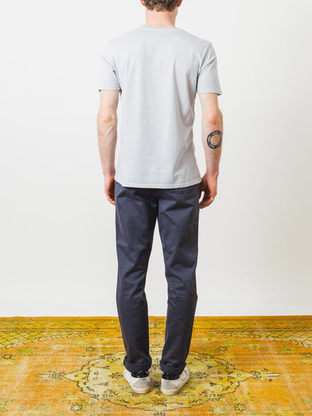 alex-mill-silver-cotton-standard-jersey-tee-on-body