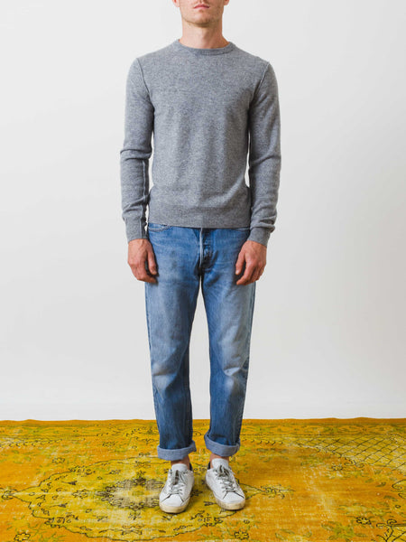 alex-mill-grey-cashemere-crewneck-sweater-on-body