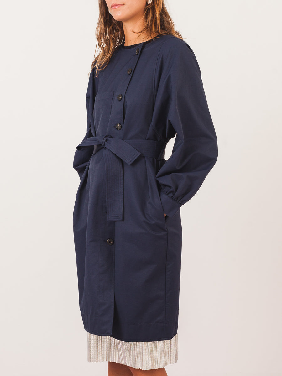 apiece-apart-navy-cas-water-resistant-trench-on-body