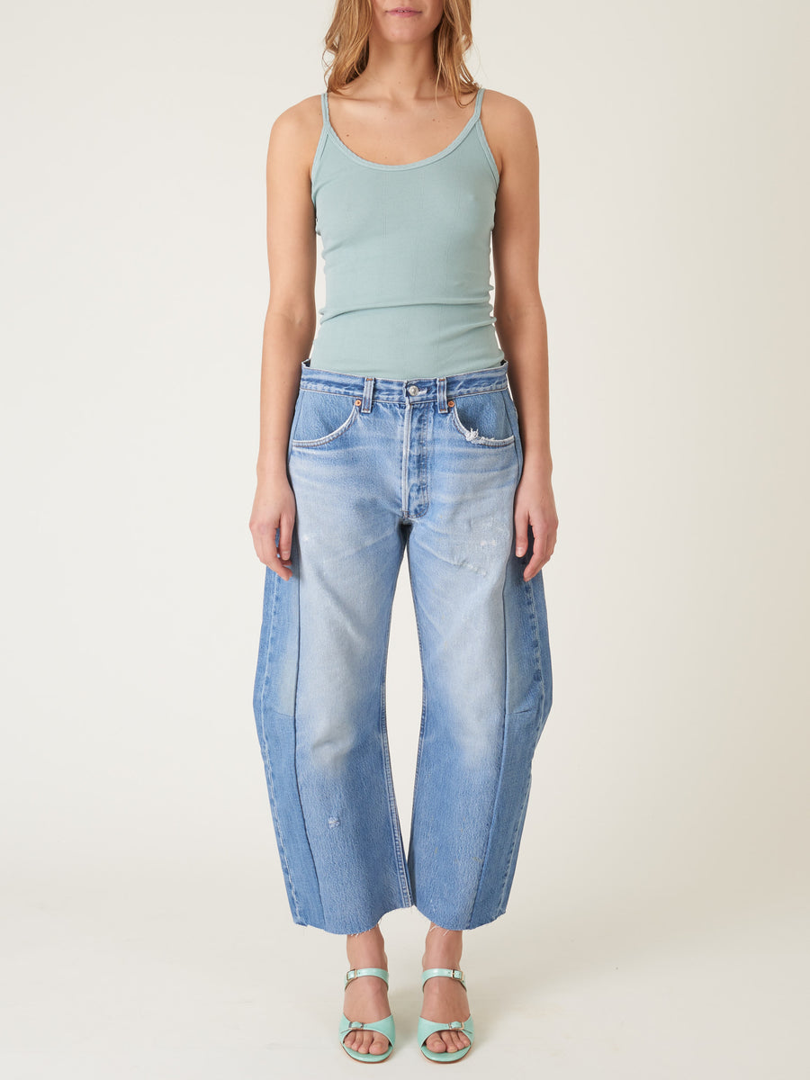b-sides-regular-lasso-jeans-isaac-wash-on-body