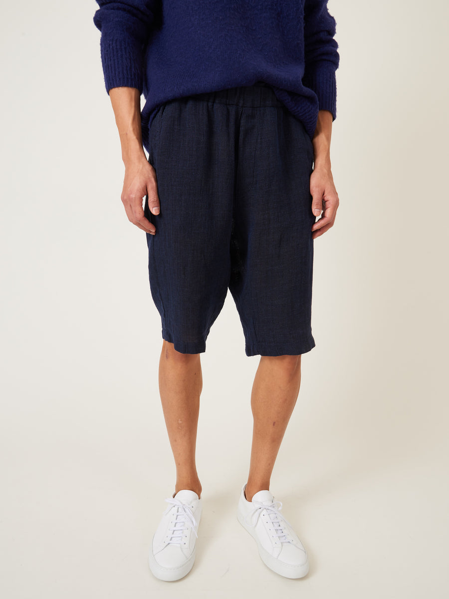 barena-navy-agro-linen-shorts-on-body