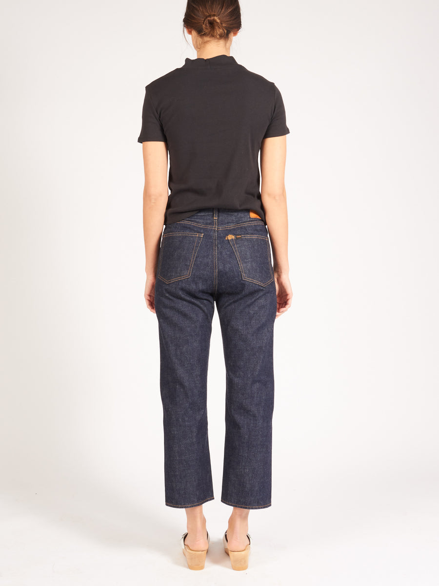chimala-rinse-wide-tapered-cut-denim-on-body