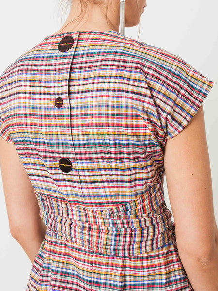 isa-arfen-sash-top-with-pockets-plaid-on-body