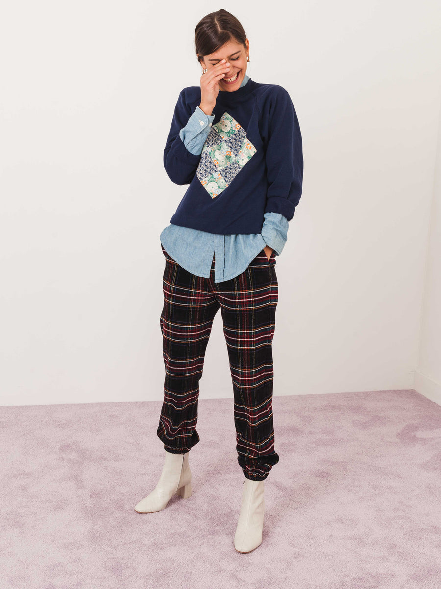 isa-arfen-tartan-high-waist-jogging-pantalone-on-body
